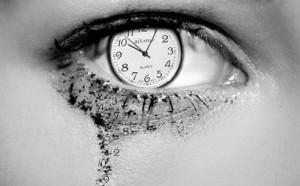 beauty-black-and-white-clock-eye-tears-time-Favim.com-89879